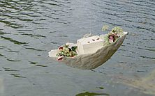 Individuelle Bestattung in einem See